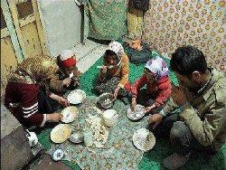 نان خالی و سیب زمینی سهم سفره کارگران ایران